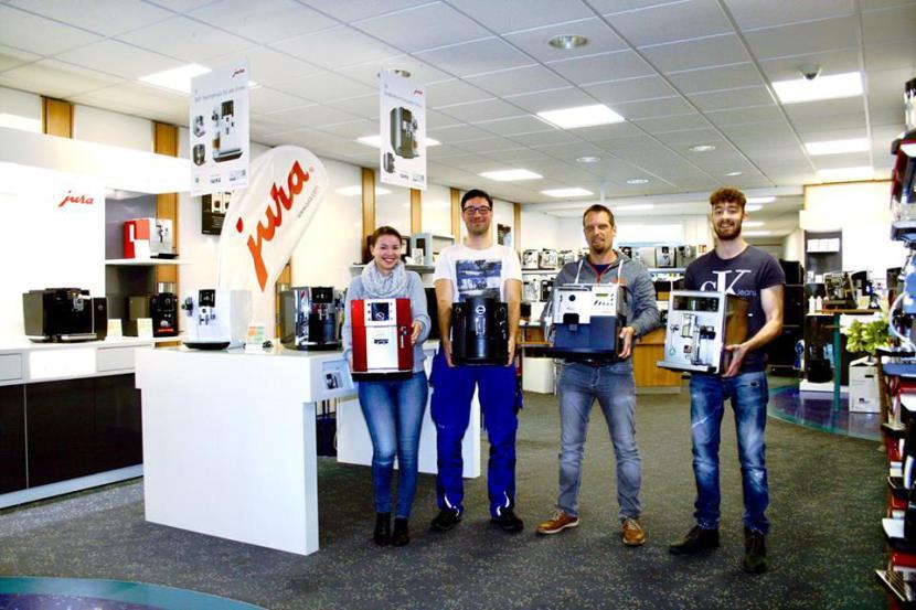 Eines unserer Teams in der Filiale mit Kaffeemaschinen
