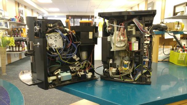 Eine Jura und eine De Longhi Maschine von innen zur Reparatur in Böblingen